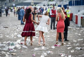 Ladies' Day at Aintree: Glamour on the track